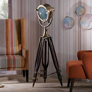 Missouri Tripod Spotlight (Natural Base Finish, Brass Shade Color, Barrel Shade Shape)
