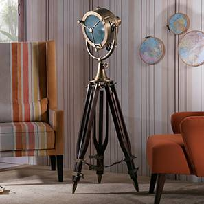 Missouri Tripod Spotlight (Natural Base Finish, Brass Shade Color, Barrel  Shade Shape)
